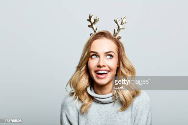 christmas portrait of excited beautiful woman, close up of face stock photo - sorriso aberto imagens e fotografias de stock