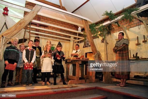 representación de navidad - actuar fotografías e imágenes de stock