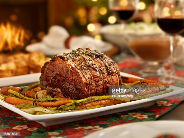 christmas roast beef dinner - roast dinner stock pictures, royalty-free photos & images