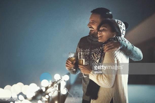 weihnachtsromantik. - strickjacke stock-fotos und bilder