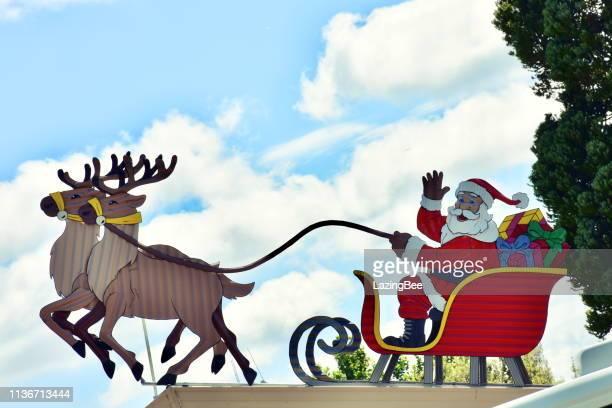 トナカイ、Tirau、ワイカト地方、ニュージーランドのそりでクリスマスサンタ
