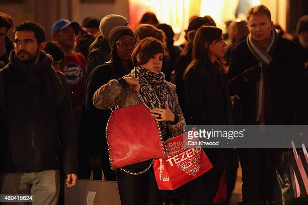 Christmas shoppers crowd Oxford Circus on December 13 2014 in London England Retailers across the UK are hoping for strong Christmas season sales