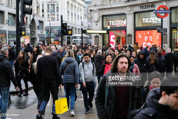 Christmas shoppers on Oxford Street on the last weekend before Christmas- PHOTOGRAPH BY Matthew Chattle / Barcroft Media