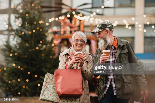 christmas shopping coffee break - market retail space stock pictures, royalty-free photos & images