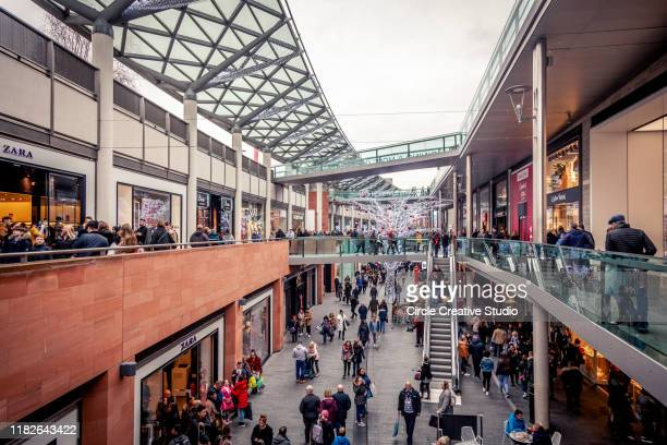 christmas shopping in liverpool - istock images stock pictures, royalty-free photos & images