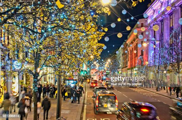 christmas shopping in oxford street. - rua oxford - fotografias e filmes do acervo