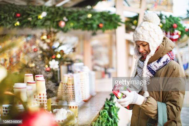 christmas shopping - christmas cash stock pictures, royalty-free photos & images