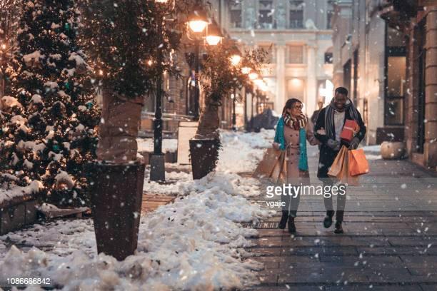 weihnachts-shopping - feiertag stock-fotos und bilder