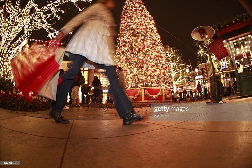 Christmas shopping : Bildbanksbilder