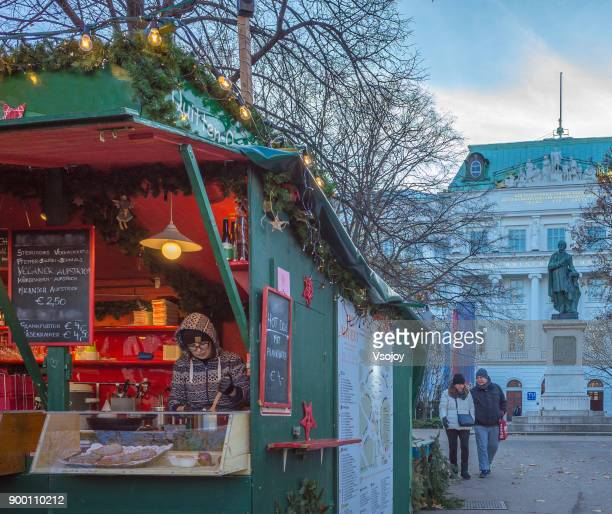 christmas stall at the art advent christmas market, vienna, austria - vsojoy stock pictures, royalty-free photos & images