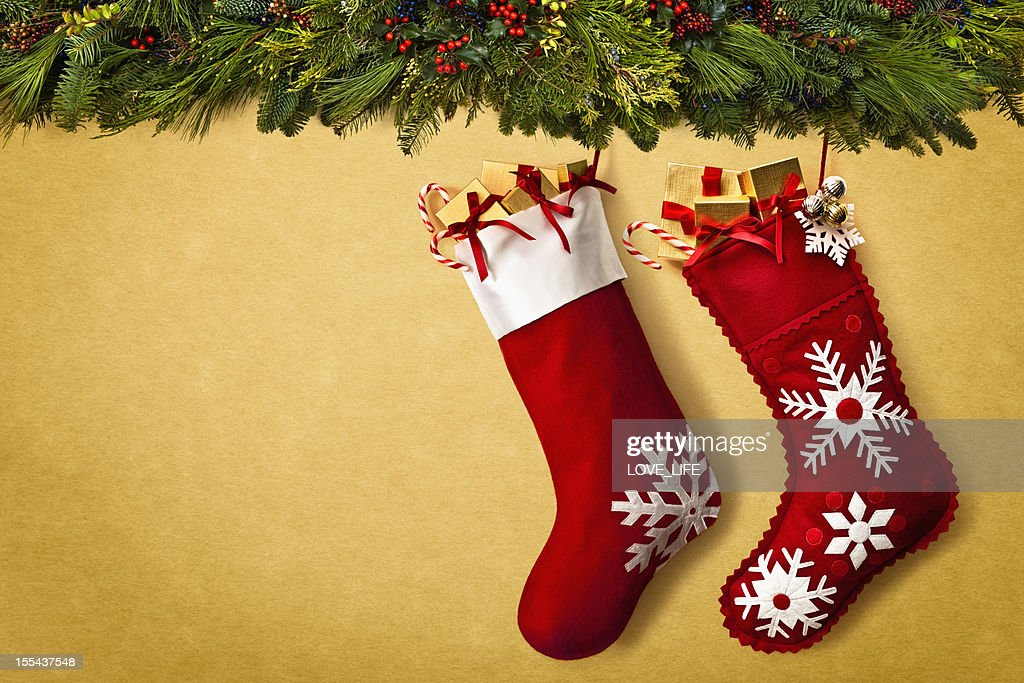 Christmas stockings hanging from garland : Stockfoto