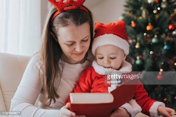 historia de navidad - cuento de hadas fotografías e imágenes de stock