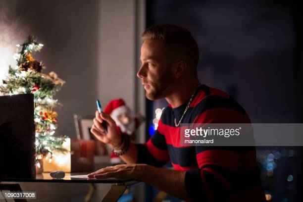 christmas summer with multi-ethnic gays - florida christmas stock pictures, royalty-free photos & images