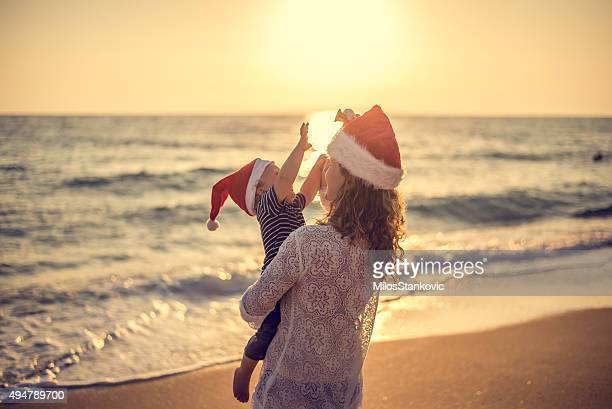 christmas time at the beach - beach christmas stock pictures, royalty-free photos & images