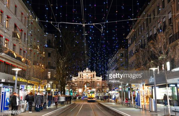 periodo natalizio nel centro storico di zurigo, svizzera - città di zurigo foto e immagini stock