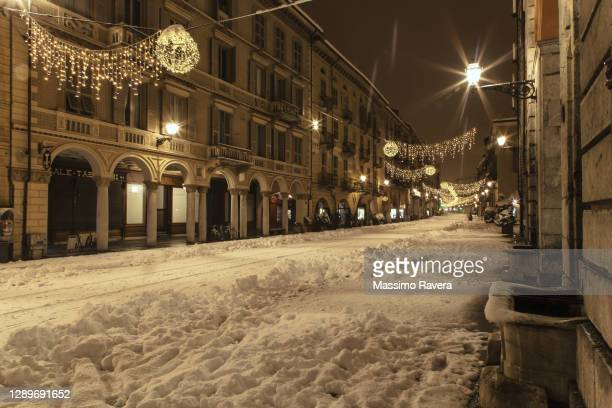christmas time is coming to town. - cuneo stock pictures, royalty-free photos & images