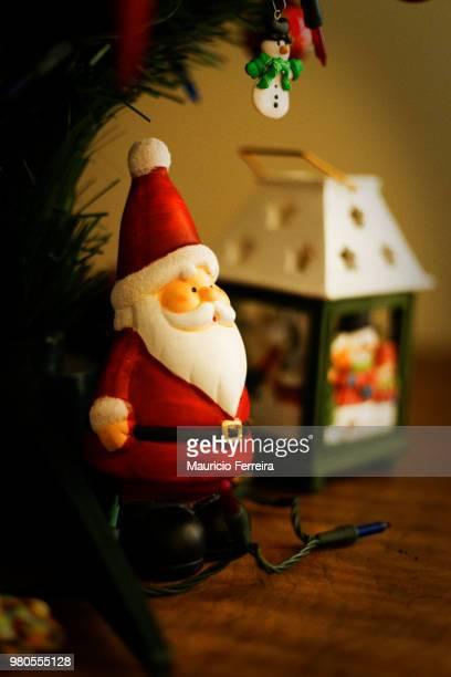 christmas time - cartoon santa claus fotografías e imágenes de stock