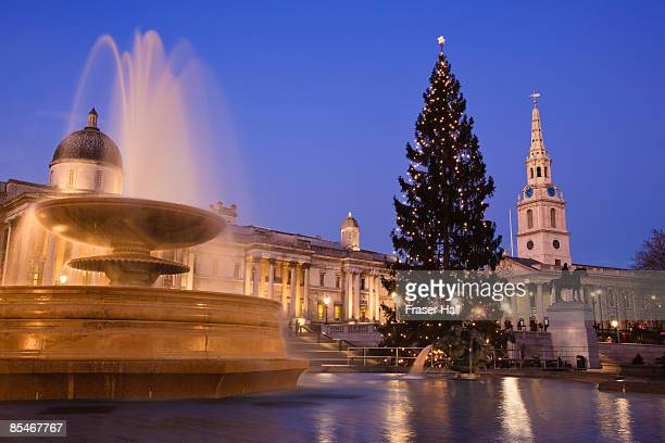 christmas, trafalgar square, london - national gallery london stock pictures, royalty-free photos & images