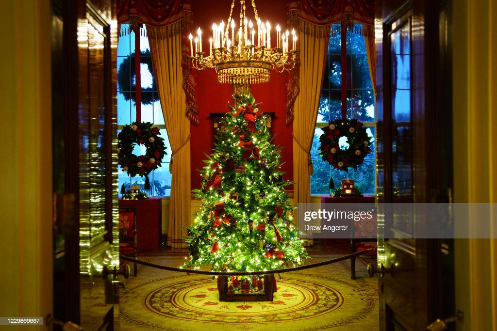 White House Holds Press Preview For Its Christmas Décor : News Photo