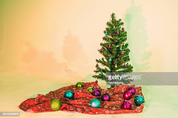 christmas tree and decorations - heshphoto stock pictures, royalty-free photos & images