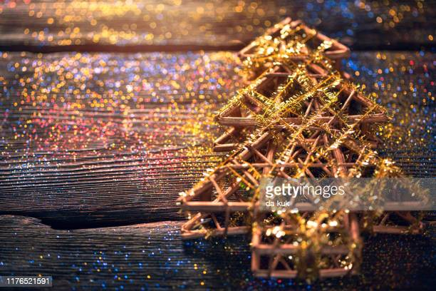 christmas tree and glitter background - estrelas de natal imagens e fotografias de stock