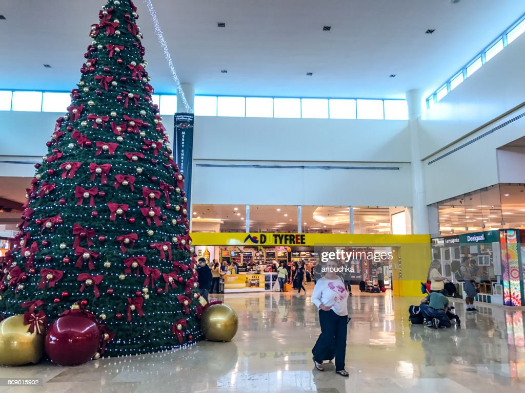Christmas In Cancun.Christmas Tree At Cancun International Airport Mexico Stock