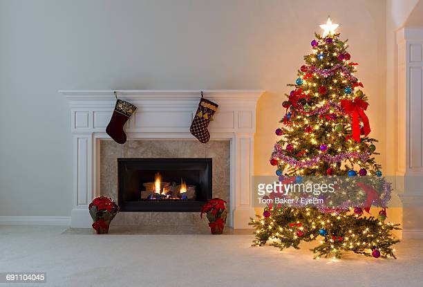 christmas tree at home - christmas tree stock pictures, royalty-free photos & images