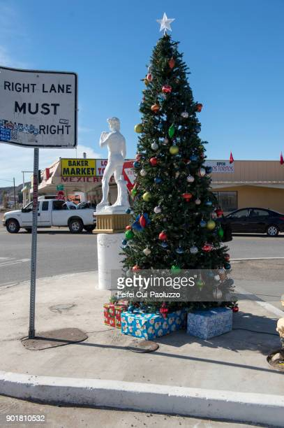 christmas tree decoration - カリフォルニア州ベーカー ストックフォトと画像