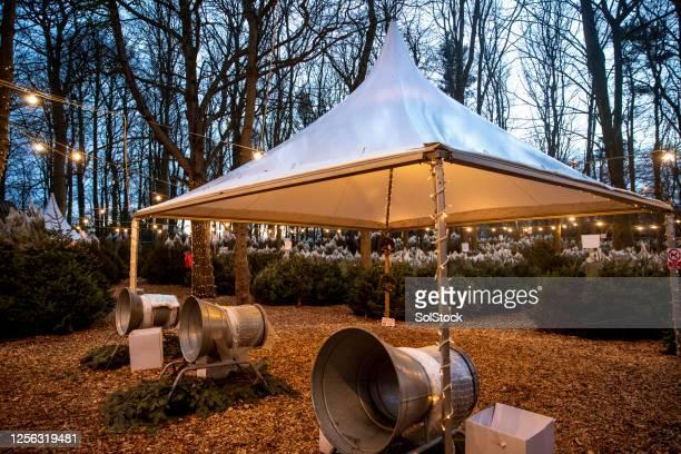 クリスマスツリーファーム - 期間限定ショップ ストックフォトと画像