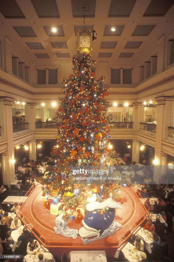 christmas tree in marshall fields department store chicago illinois news photo - Christmas Tree In Chicago