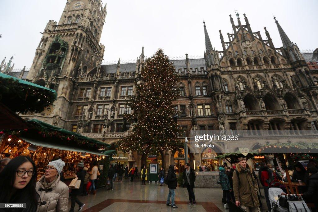 Christmas Market at Marienplatz in Munich : News Photo