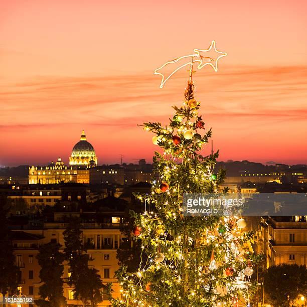 albero di natale di roma, italia - natale di roma foto e immagini stock