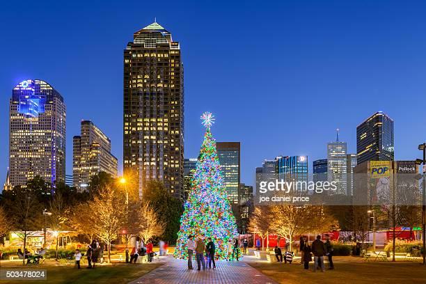 christmas tree, klyde warren park, dallas, texas, america - dallas stock-fotos und bilder