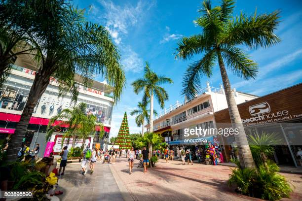 christmas tree on quinta avenida, famous shopping street in playa del carmen, mexico - caribbean christmas stock pictures, royalty-free photos & images