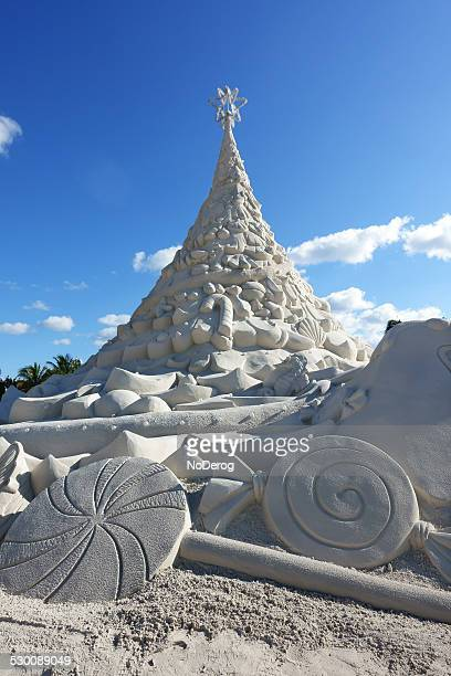 christmas tree sand sculpture west palm beach - florida christmas stock pictures, royalty-free photos & images