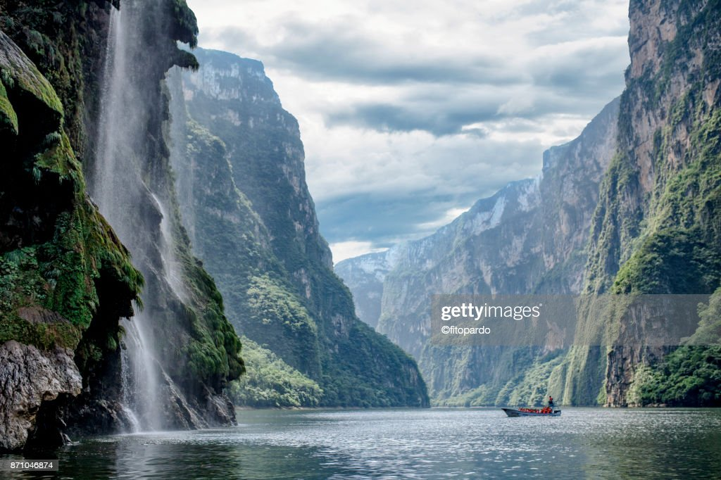 Christmas tree waterfall and Cañon del Sumidero, Sumidero canyon : Stock Photo