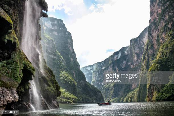 Christmas tree waterfall and Cañon del Sumidero, Sumidero canyon
