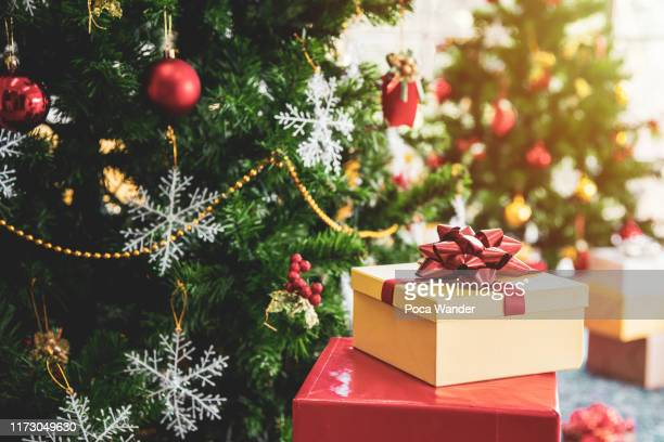 christmas tree with gifts and decorations in living room - christmas tree stock pictures, royalty-free photos & images