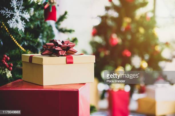 christmas tree with gifts and decorations in living room - christmas present stock pictures, royalty-free photos & images