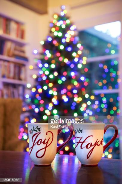 christmas tree with holiday mugs - pasadena california stock pictures, royalty-free photos & images