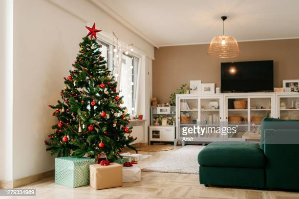 christmas tree with presents in the living room - christmas tree stock pictures, royalty-free photos & images