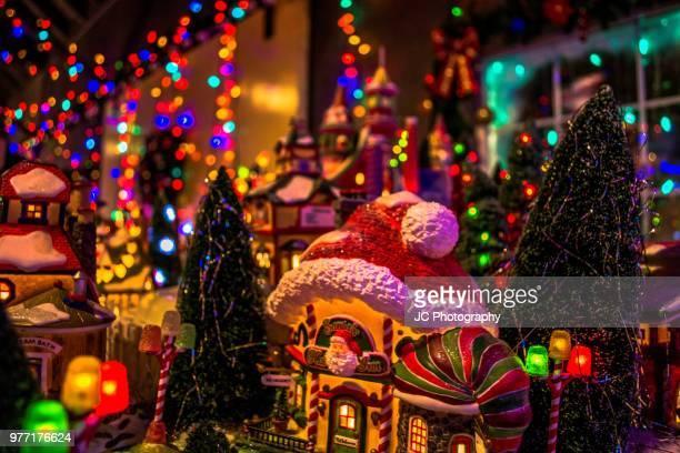 christmas village - cabalgata fotografías e imágenes de stock
