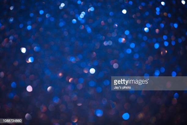 christmas winter bokeh light blue tones background - verlicht stockfoto's en -beelden