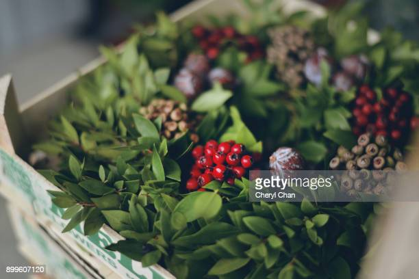 christmas wreath - holly stock pictures, royalty-free photos & images
