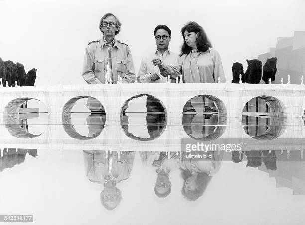 Christo Artist Painter Bulgaria together with his wife artist JeanneClaude and the photographer Wolfgang Volz Project 'Pont Neuf' in Paris France 1993
