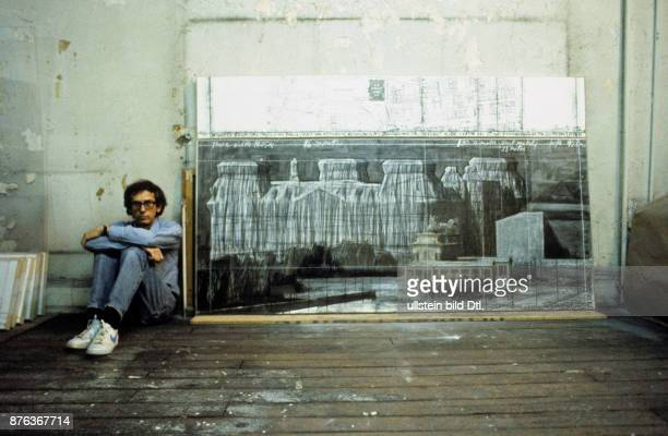 Christo with drawing of the wrapped Reichstag in Berlin
