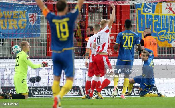 Christoffer Nyman of Braunschweig scores the second goal during the Second Bundesliga match between 1 FC Union Berlin and Eintracht Braunschweig at...