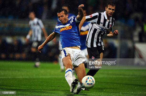 Christoph Dabrowski of Bochum scores his teams first goal during the Second Bundesliga match between VfL Bochum and FC St. Pauli at Rewirpower...