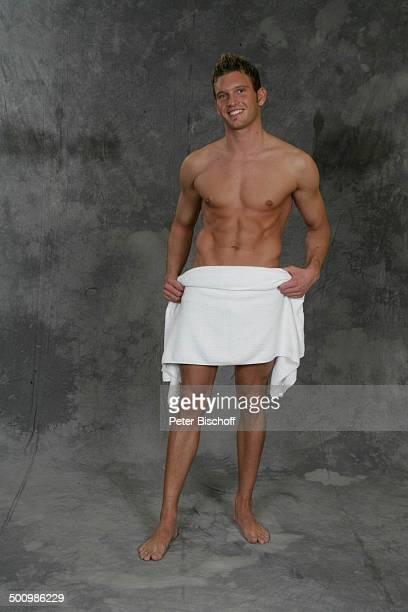Christoph Gutmann Wahl zum Mister Germany 2005/06 Linstow Deutschland PNr 1649/2005 Van der Valk Resort Sieger nackter Oberkörper Handtuch sexy...