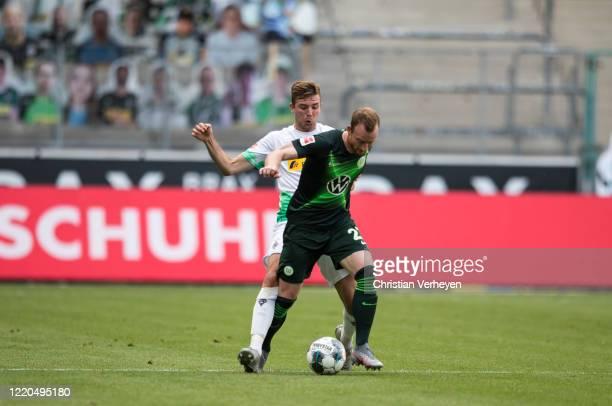 Christoph Kramer of Borussia Moenchengladbach and Maximilian Arnold of VfL Wolfsburg battle for the ball during the Bundesliga match between Borussia...